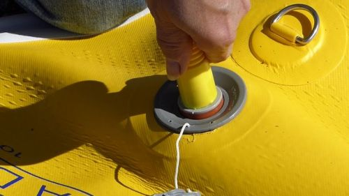 Attaching the pump hose.
