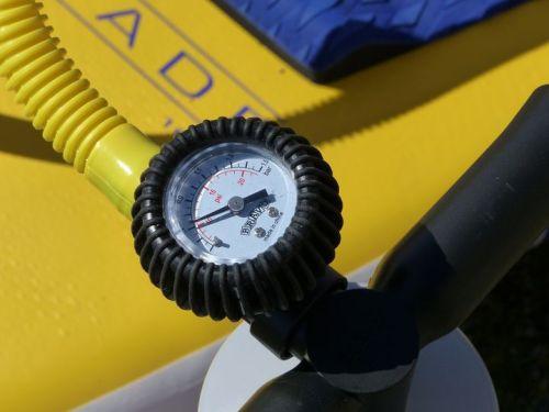 Pressure gauge registering 10 PSI