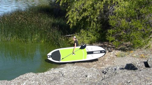 Integrated paddle holder to carry Jobe SUP