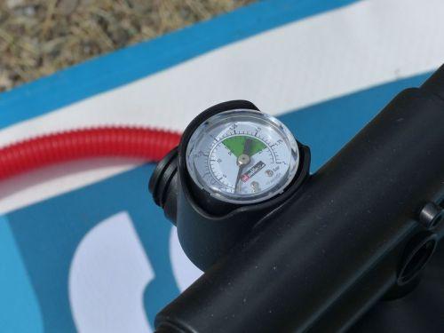 Built-in pressure gauge.