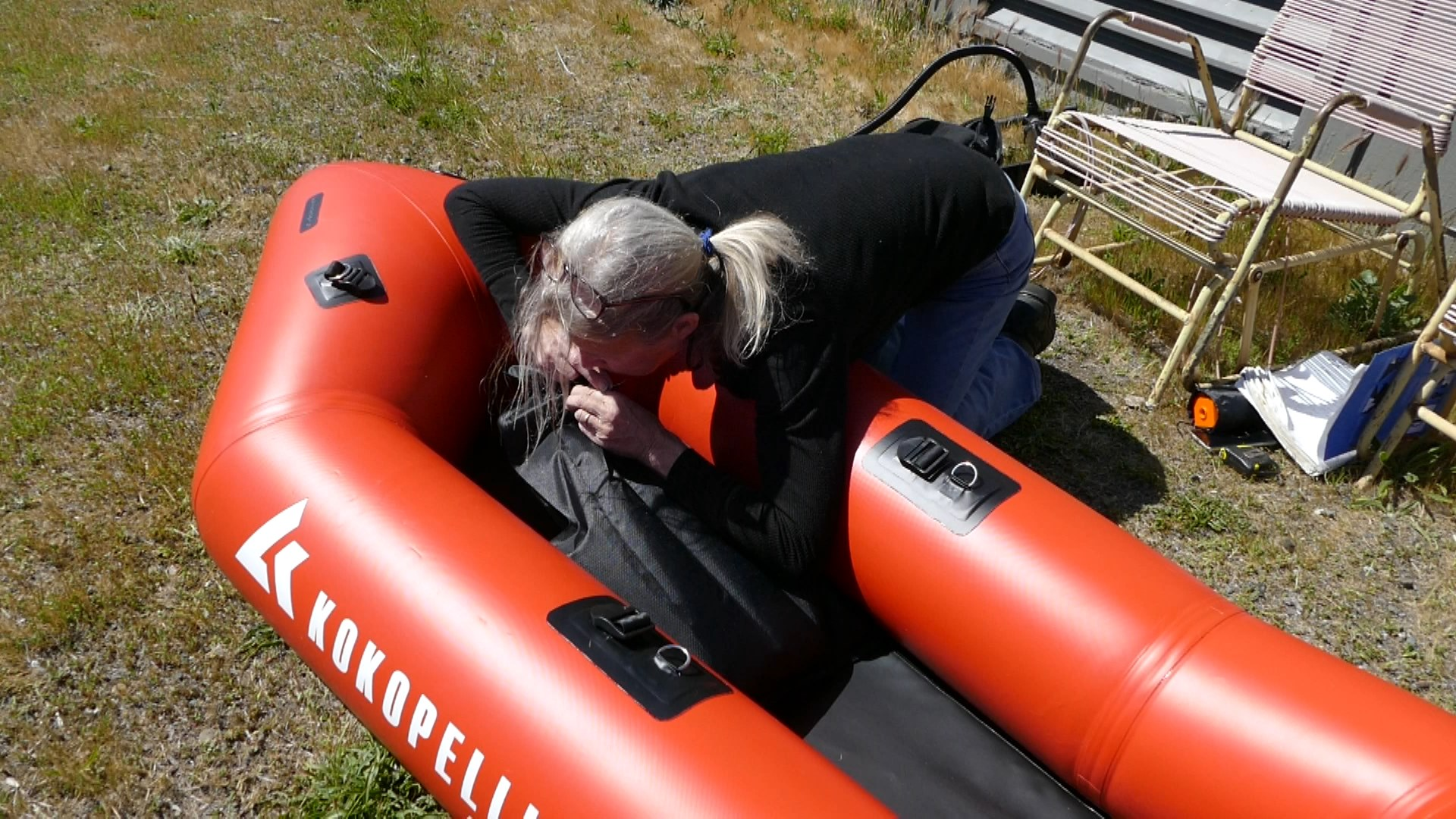 Inflating the seat base